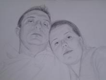 Portret de familie desenat in creion