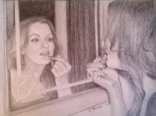 Portret desenat  in creion al unei domnisoare care se rujeaza